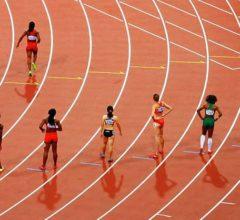 disposición de los atletas en una pista de atletismo